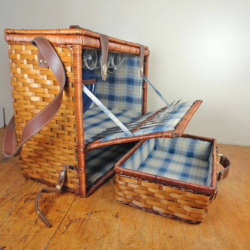 Wicker Picnic Basket with Removeable Basket and Dinnerware