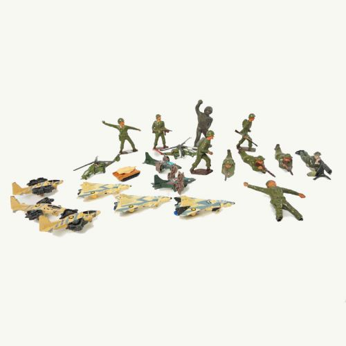 Lot of 21 Vintage Metal Toy Soldiers Aircraft and Tank