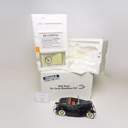 Danbury Mint 1932 Ford Deluxe Roadster V-8 1:24 Car in Box